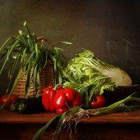 Овощи и лохматый лук :: Татьяна Карачкова