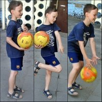Мальчик и  мячик :: Нина Корешкова