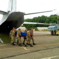 До Чернівців прибув літак з тілом загиблого на сході буковинця :: Степан Карачко