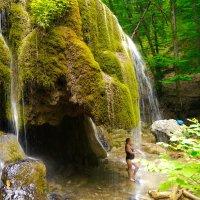 под водопадом Серебряные струи :: Андрей Козлов