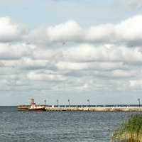 Облака над заливом :: Женечка Зяленая