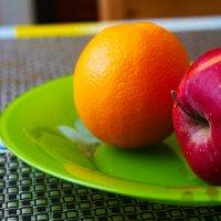 Апельсин с яблочком) :: Nadezhda Ulitina