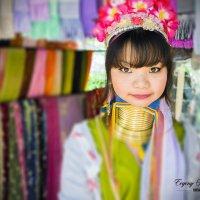 Племя длинношеих женщин из Бирмы живущих в Тайланде. :: Евгений Подложнюк