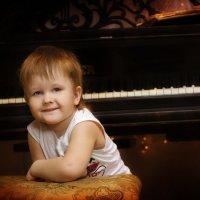 у рояля... :: Белла Витторф