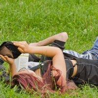 Отдых на траве. :: Виктор Евстратов