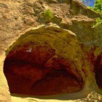 Красные пещеры с летучей мышью. :: Виктор Заморков