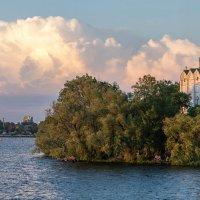 Церковь на Монастырском острове :: Юрий Муханов