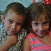 Братик и сестричка :: Нина Корешкова