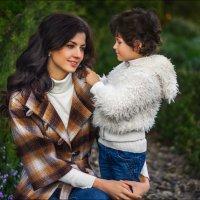 Чтобы волосы были красивыми, позволяйте ребёнку проводить по ним пальчиками хотя бы раз в день :) :: Алексей Латыш