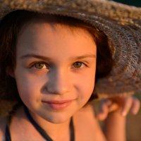 Девочка в шляпе :: Анна Емельянова