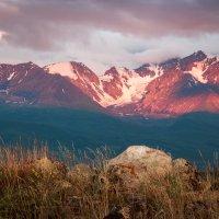 Рассвет на Северо-Чуйском хребте :: Денис Соломахин