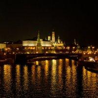 вид с Патриаршего моста на Кремль :: Галина Кубарева