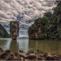 о.Джеймса Бонда - маленький известняковый островок в заливе Пхангнга северо-восточнее Пхукета... :: Александр Вивчарик