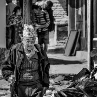 Непальский путник...Покхара,Гималаи,Непал... :: Александр Вивчарик