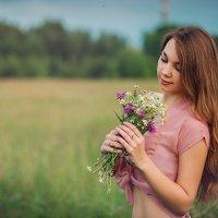 с букетом полевых цветов :: Ольга Челышева