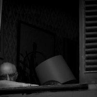 Жизнь - это короткая болезнь , между рождением и смертью :: человечик prikolist