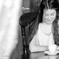 за чашечкой утреннего кофе.... :: Елена Лабанова