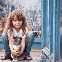 Девочка и кошка. :: Алексей Хаустов