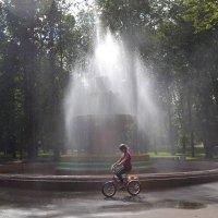 У фонтана :: Наталья Левина