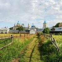 У монастыря :: Сергей Григорьев