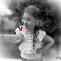 Милые, хорошие, тётеньки, дяденьки, вам привет из прошлого- сладенький, сладенький. :: Людмила Богданова (Скачко)