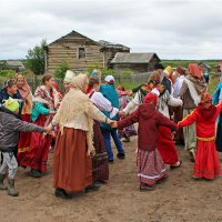 Русский Север. Село Нёнакса. Хоровод :: Владимир Шибинский