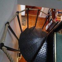 Винтовая лестница в маленьком отеле :: Natalia Harries