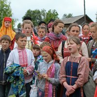 Русский Север. Село Нёнокса. Поют ребята :: Владимир Шибинский