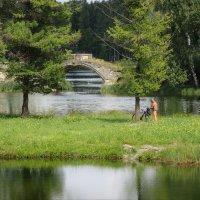пейзаж летний с руиной и загорающим велосипедистом :: sv.kaschuk