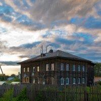 Дом с большущей историей... :: Владимир Хиль