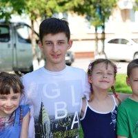 Мои внуки в полном составе :: Олег Неугодников