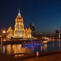 Город плывет в море цветных огней :: Дмитрий Бубер