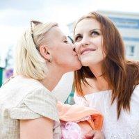 Мать и дочь :: Inna Прибушаускайте