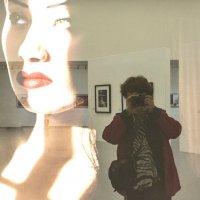автопортрет на фоне :: Елена Аксамит