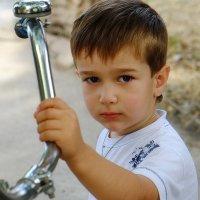 Маленький Рома и большой велосипед :: M Marikfoto