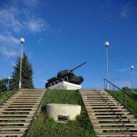 Великие Луки - памятник танкистам на Инженерном бастионе крепости... :: Владимир Павлов