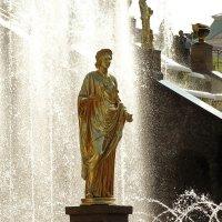Фонтан и скульптура :: Владимир Гилясев