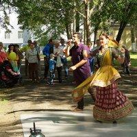 Индийские танцы в городе у Белого моря (2) :: Елена Перевозникова