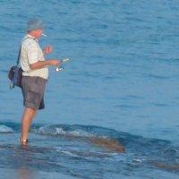Ловись рыбка большая и маленькая. :: Пётр Беркун