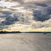 Атмосферное небо над рыбинской Волгой :: Алексей Дмитриев