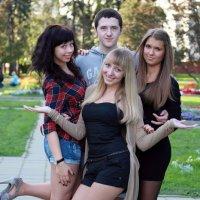 один мушкетер и три девушки :: Олег Лукьянов