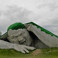 Ломающий землю. Нижний Новгород :: Лара Dor