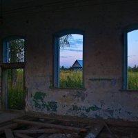 Картины в рамах на стене... :: Владимир Хиль
