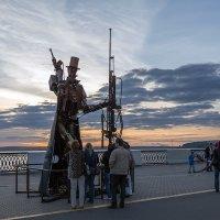 Вечерняя прогулка по набережной :: Леонид Никитин