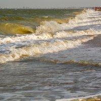 Неспокойно синее море... :: Юлия Бабитко