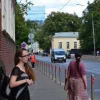 В ожидании трамвая. :: Oleg4618 Шутченко