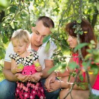 В яблоневом саду :: Анастасия Махова