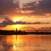 Железнодорожный мост и закат :: Алена