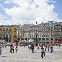 в солнечный день на манежной площади :: Slava