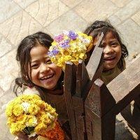Smiling children. Kathmandu :: Alexander Kopytov
